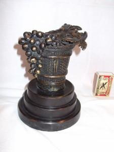 brons bloemenmand